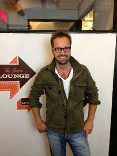 It's Alfie Boe, the amazing English tenor. Thanks for stopping by Spreecast's #ArtistLounge!
