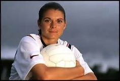 Mia Hamm, 4 NCAA titles, an Olympic Gold medal, 2 World Cup Championships, 5 U. Female Player of Year awards. Football Players Images, Soccer Players, Team Usa, A Team, Soccer News, Nike Soccer, Soccer Cleats, Solo Soccer, Mia Hamm