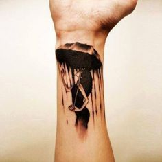 Frau mit Regenschirm Tattoo