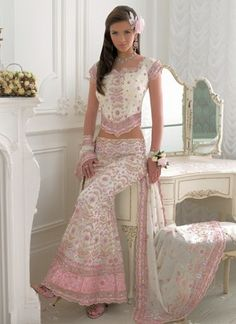 Aside from the Beautiful White & Pink Lengha, that vanity is rushing onto my Wishlist! Indian Dresses, Indian Outfits, Indian Attire, Beautiful Gowns, Beautiful Outfits, Collection Eid, Transgender, Lehenga Choli, Anarkali