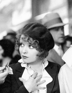 """Clara Bow en""""Lo Opuesto a todo"""" (No Limit), 1931"""