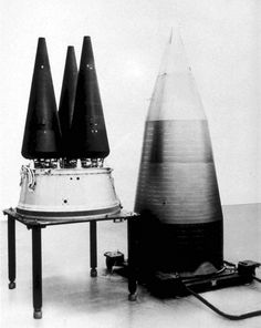 Minuteman III warhead w/ MIRV Re-entry System (Multiple Independent Reentry Vehicle) With MIRV a single ICBM lift platform could disperse as many as a dozen individually targeted and guided nuclear bombs.