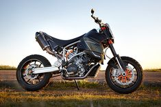 Custom builders and factory designers used to be at polar opposites of the spectrum. Like chalk and cheese or Harvey Weinstein and Germaine Greer. Ktm 950 Supermoto, Ducati Scrambler Custom, Ktm Motorcycles, Motorcycle Bike, Ktm 950 Adventure, Build A Bike, Bmw Concept, Bike Builder, Cafe Racer