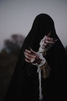 witch aesthetic dark - Hands - Black magic has traditionally referred to the use of supernatural powers or magic for evil and self - Dark Fantasy Art, Dark Art, Writing Inspiration, Character Inspiration, Half Elf, Yennefer Of Vengerberg, Dark Witch, Arte Obscura, Witch Aesthetic