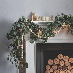 Here are 100 Best Christmas Mantel Decorations. Take inspiration for the perfect Christmas Fireplace decor, that include various themes & traditional styles Diy Christmas Fireplace, Christmas Mantels, Noel Christmas, Winter Christmas, Christmas Design, Hygge Christmas, Christmas Quotes, Green Christmas, Christmas Pictures