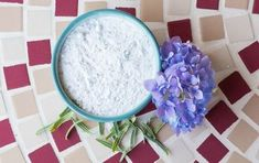 Carpet Powder Freshen your carpets naturally with this rosemary and lavender carpet powder. Just sprinkle the mixture of baking soda, dried rosemary, and lavendar oil on your carpets, let it sit for minutes, and vacuum it up for a fresh-smelling room. Potpourri, Fruit Decorations, Homemade Cleaning Products, Diy Products, Natural Products, Diy Carpet, Carpet Ideas, Hall Carpet, Stair Carpet