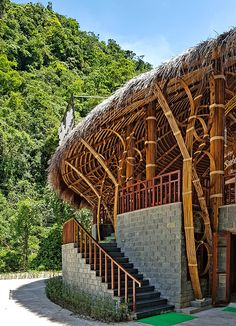 RÂU ARCH manipulates bamboo in moọc spring building in vietnam