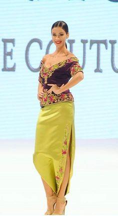 Algerian karako +serwel shalka Traditional Fashion, Traditional Dresses, Niqab Fashion, Fashion Dresses, Oriental Fashion, Indian Fashion, Arabic Dress, Afghan Dresses, Business Outfits