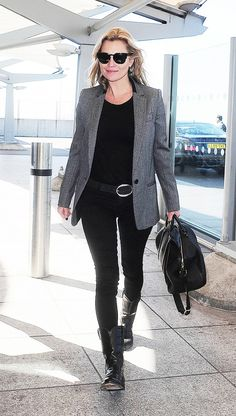 Kate Moss works off-duty style in skinny jeans and a slick grey blazer Moss Fashion, Star Fashion, Fashion Outfits, Estilo Kate Moss, Kate Model, Estilo Glam, Look Rock Chic, Kate Moss Stil, London Stil