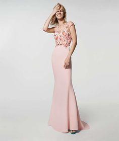Abito rosa ricamato Pronovias - Dal catalogo Pronovias cerimonia 2018 un abito  rosa con top ricamato e441bb07c37