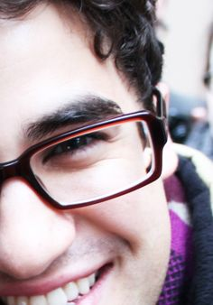 Darren Criss - Glasses... oh my Lord! Sooo Gorgeous!