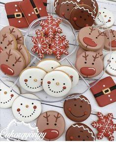 Christmas Sugar Cookies, Christmas Snacks, Christmas Cooking, Christmas Goodies, Holiday Cookies, Gingerbread Cookies, Christmas Time, Christmas Wreaths, Iced Cookies