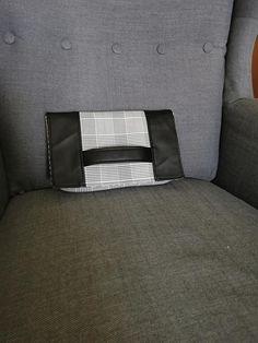 Pochette Cachôtin en simili et carreaux noirs et blancs cousu par Accrochez Viou - Patron Sacôtin