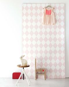 Pink diamond wall paper for a girl who loves pink | KARWEI