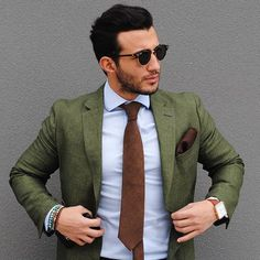 We love suits so much that we dedicate this board to incredible styles /gentlemen Colour Combinations Fashion, Suit Combinations, Gentleman Mode, Gentleman Style, Green Suit Men, Green Blazer Mens, Blazer Outfits Men, Blue Blazer Outfit Men, Casual Outfits