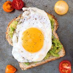 Sağlıklı bir hayat ve gün içinde enerjik kalabilmek için kompleks karbonhidrat, protein ve sağlıklı yağlardan oluşan dengeli bir kahvaltı yapmayı atlamayın
