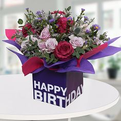 Send beautiful birthday flowers in a box, vase, basket for your loved ones in Dubai, Sharjah, or anywhere in UAE. Happy Birthday Flower Bouquet, Bday Flowers, Birthday Roses, Happy Flowers, Flower Delivery Uk, Birthday Flower Delivery, New Year's Cupcakes, Square Glass Vase, Send Roses