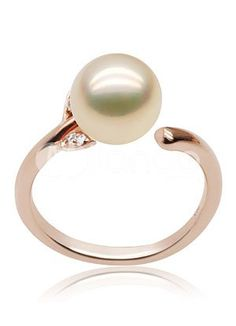 rose gold and a pearl, 2 of my favorite things!!  If a man gave me this I would never let go of him.... or this :)