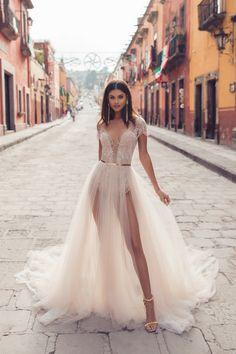 1711 Violeta San Miguel 2019 Wedding Dress Trends, Gorgeous Wedding Dress, Cheap Wedding Dress, Dream Wedding Dresses, Boho Wedding Dress, Boho Dress, Wedding Gowns, Wedding Bride, Different Dresses