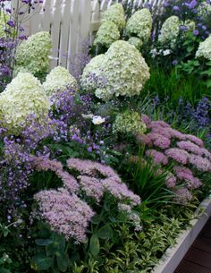 Courtyard Landscaping, Hydrangea Landscaping, Hydrangea Garden, Landscape Curbing, Garden Landscape Design, Garden Borders, Outdoor Planters, Garden Trellis, Colorful Garden