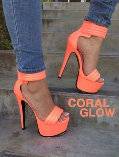 Stilettos, pumps, in the club! Hot Shoes, Me Too Shoes, Shoes Heels, Dress Shoes, Heeled Sandals, Corset Dresses, Dress Sandals, Shoes Men, Stilettos