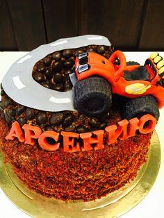 2в1, торт основание - роскошный сметанник, дорога - финики с орехами и карамельной пропиткой!