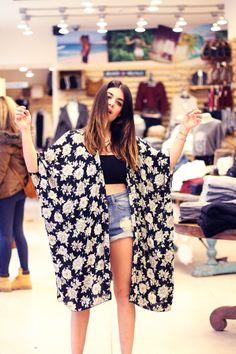 I like this look. Long Floral Kimono, Long Kimono, Chic Outfits, Summer Outfits, Fashion Outfits, Legit Clothing, Moda Boho, Indie Fashion, Dress Me Up