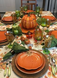 Round Table Settings, Thanksgiving Table Settings, Thanksgiving Decorations, Table Decorations, Centerpieces, Fall Dining Table, Dining Room, Autumn Decorating, Tablescapes