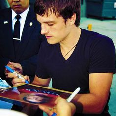 Meet  Josh Hutcherson....I TOTALLY want(Crosses out want)NEED to do this!!!!<3<3
