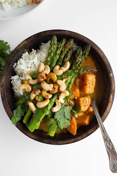 This was delicious A Vegan Thai Green Sweet Potato Curry is bursting with creamy sauce, amazing flavor that is perfectly balanced and topped with incredible roasted asparagus! This dish is dairy-free, gluten-free, oil-free and just 8 ingredients! Curry Recipes, Vegan Recipes, Vegan Asparagus Recipes, Amazing Vegetarian Recipes, Whole Food Recipes, Dinner Recipes, Sweet Potato Curry, Vegan Curry, Thai Vegan