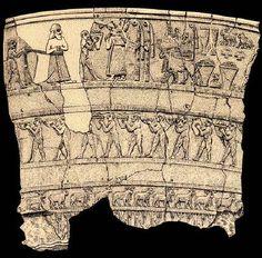 Vaso de Uruk. Detalle del relieve superior. Periodo de Uruk. Alabstro. 3500-3000 a.C. Bagdad, Museo de Irak. Máxim representante del relieve cerimonial. Mide casi 1 m. Destinado a funciones de culto. Inaugura un nuevo modo de representación, escenas en bajorrelieves dispuestas en bandas. Transmite la idea de fecundidad vinculada a la Naturaleza. Registro inferior se desarrolla sobre una línea sinuosa que representaba el medio natural, con el agua, las plantas y los animales.