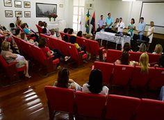 Prefeitura promove homenagem às mulheres http://www.passosmgonline.com/index.php/2014-01-22-23-07-47/geral/10118-prefeitura-promove-homenagem-as-mulheres