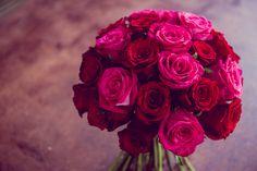 Un buchet de mireasa din trandafiri rosii si cyclam. Rose, Flowers, Plants, Colors, Pink, Plant, Roses, Royal Icing Flowers, Flower