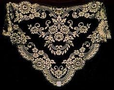 Mantilla in black and gold Mantilla Veil, Lace Veils, Spanish Veil, Catholic Veil, Border Embroidery Designs, Wedding Headdress, Chapel Veil, Wedding Hairstyles With Veil, Head Wrap Scarf