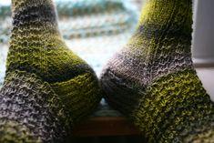 Gratis mönster: Våffelsockor | Massor av Garn Socks, Crafts, Fashion, Threading, Moda, Manualidades, Fashion Styles, Hosiery, Handmade Crafts