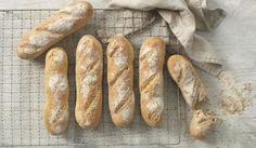 Oppskrift på minibagetter Norwegian Food, Hot Dog Buns, Baguette, Scones, Baking Recipes, Food And Drink, Lunch, Breakfast, Dinners