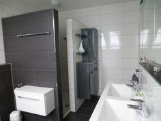 Gemauerte dusche modern  Bodengleiche Dusche-Thermostatarmatur-Fliesenmosaik | Gemauerte ...