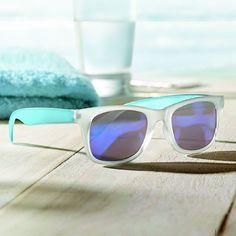 Tenemos unas gafas de sol tan molonas que te las puedes poner hasta por la noche  La colección completa de gafas publicitarias  www.portalreclamos.com #sunglasses #summer #glasses #verano #gafasdesol #sun #trendy #publicidad #marketing #agencia #logo #eventos #logotipo #personalizado #diseñografico #promotionalgifts #merchandising #regalospublicitarios #regalosdeempresa #portalreclamos #drusomaior #regalosoriginales #promociones
