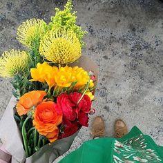 Flowers just because. Happy Monday! :camera:: @amandaparet