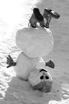 Trains, Teddy Bears and abandoned places – Winterbilder Christmas Past, Christmas Wishes, Winter Fun, Winter Time, Snow Sculptures, Snow Art, Build A Snowman, Snow And Ice, Abandoned Places