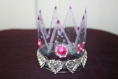 Prinsessekrone laget av tomflasker. bestemoresther.no