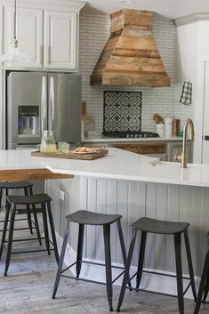 Kitchen Remodeling Trends Among the hottest trends in home style today is rock kitchen counter tops. These sturdy, heat-resistant, elegant counters are a lovely and also sensible enhancement to any type of house. Shanty 2 Chic, Stone Countertops, Kitchen Countertops, Furniture Plans, Home Furniture, System Furniture, Furniture Making, Diy Kitchen, Kitchen Decor