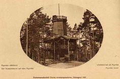 Jukka Lamminmäki lähetti Moron toimitukselle kuvan tästä vanhasta postikortista. Nykyisen Pyynikin näkötornin paikalle kaupunki rakensi vuonna 1988 Ilomäen puisen näkötornin. Sitä ennen tässä paikassa oli Ilomäen huvihuone. Arkkitehti Georg Schreckin piirtämä näkötorni vaurioitui sisällissodan aikana, joten sen paikalle rakennettiin vuonna 1929 ahvenanmaalaisesta graniitista apulaiskaupunginarkkitehti Vilho Kolhon suunnittelema näkötorni. Tallit, Old Photos, Georgia, Times, Movies, Movie Posters, Art, Historia, Old Pictures