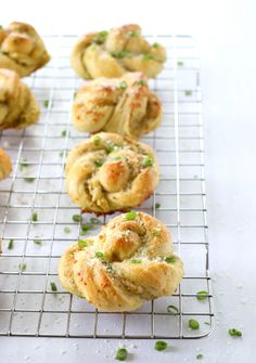 Parmesan Pesto Knots are the delicious love child of garlic knots and pesto bread You get the savory cheesy pesto in every bite and it s perfection Bread Recipes, Baking Recipes, Pesto Bread, Quick Rolls, Garlic Knots, Thing 1, Bread Rolls, How To Make Bread, Bread Baking