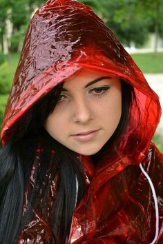 Oxana - pláštěnka – cz-rainbal – album na Rajčeti Red Raincoat, Vinyl Raincoat, Plastic Raincoat, Plastic Mac, Rainy Day Fashion, Rain Suit, Raincoats For Women, Rain Wear, Hoods