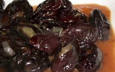 Mâncare delicioasă de prune uscate, după o veche reţetă oltenească Meat, Ethnic Recipes, Food, Essen, Meals, Yemek, Eten