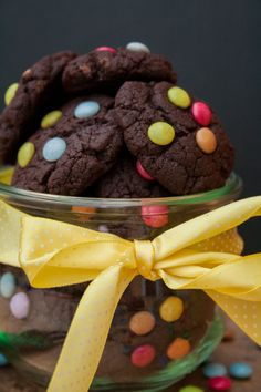 Rezepte Recipe: Fast Mini Chocolate Cookies with Smarties Mini Cookies, Ginger Cookies, No Bake Cookies, Chip Cookies, Smartie Cookies, Biscuits Packaging, Cookie Packaging, Cookie Company, Recipes