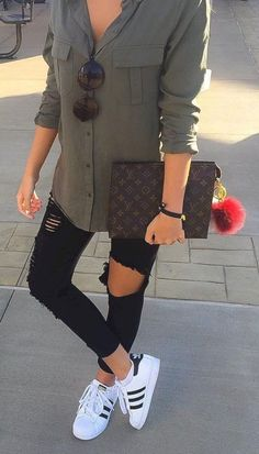 Adorable 25+ Best Spring Outfits Collections For Women Look More Beautiful https://www.tukuoke.com/25-best-spring-outfits-collections-for-women-look-more-beautiful-16214