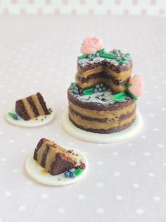 Miniature food for dollhouse, fake rustic naked chocolate wedding cake with flowers and berries, polymer clay food for dolls, scale – Beautiful Wedding Cake Designs Wedding Cakes With Flowers, Beautiful Wedding Cakes, Gorgeous Cakes, Italian Wedding Cakes, Italian Hot, Cake Trends, Clay Food, Miniature Food, Miniature Crafts