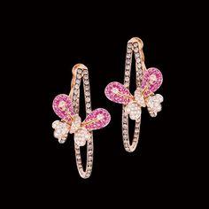Estas hermosas y exclusivas argollas están elaboradas en oro rosado 18k con delicados #diamantes brown. Las delicadas mariposas son de #zafiros rosados y diamantes blancos. #AltaJoyeria #PiezasKohinor #KohinorJoyas #JoyeriaExclusiva #Joyas #Joyeria #Arte #Kohinor